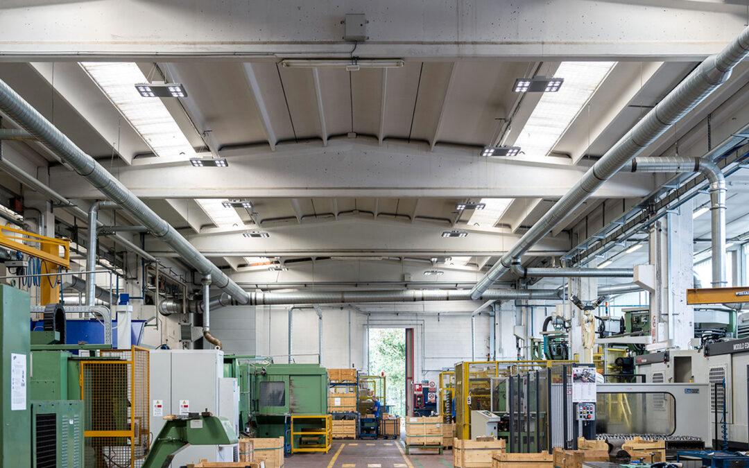Plafoniere Neon Per Garage : I vantaggi e risparmi delle luci al led per capannoni