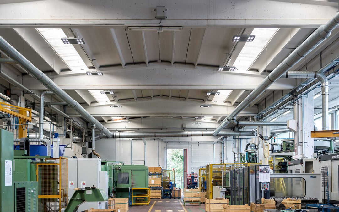 I vantaggi e i risparmi delle luci al led per capannoni for Luci al led