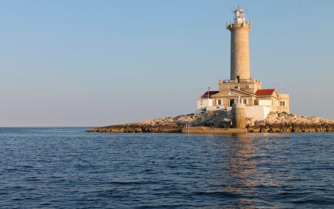 Faro a Led: novità per i porti italiani